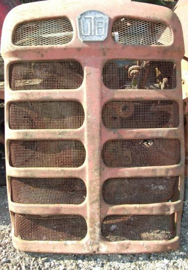 Calandre tracteur universal utb 650