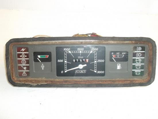 compte-tours-heures-tableau-de-bord-tracteur-fiat-780-880.jpg