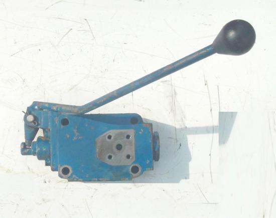 Distributeur hydraulique de frein tracteur ford 5000 7001