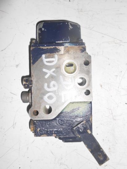 Distributeur hydraulique double effets intermediaire tracteur deutz dx 85 90