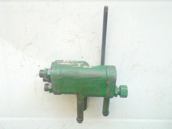 distributeur-hydraulique-john-deere-310.jpg