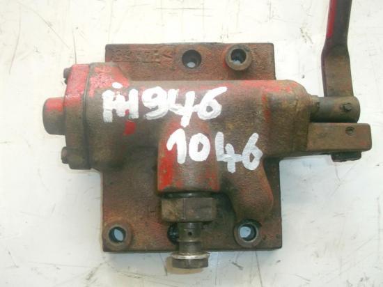 distributeur-hydraulique-tracteur-ih-946-1046.jpg
