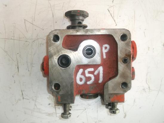 distributeur-principal-tracteur-renault-651.jpg