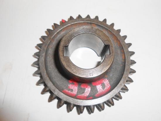pignon-de-boite-de-vitesse-zf-tracteur-mc-cormick-farmall-f-135-d-f-137-32-dents.jpg