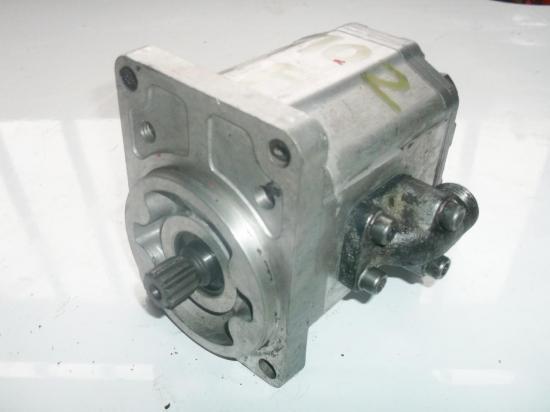 pompe-hydraulique-relevage-tracteur-massey-ferguson-mf-1102.jpg