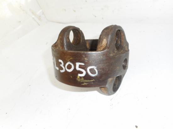 Support croisillon pont avant tracteur zf apl3050 apl 3050