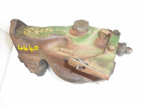 Tete support de filtre a huile moteur tracteur john deere 4440